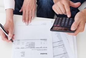 借入額、返済額は家計とのバランスに注意する。