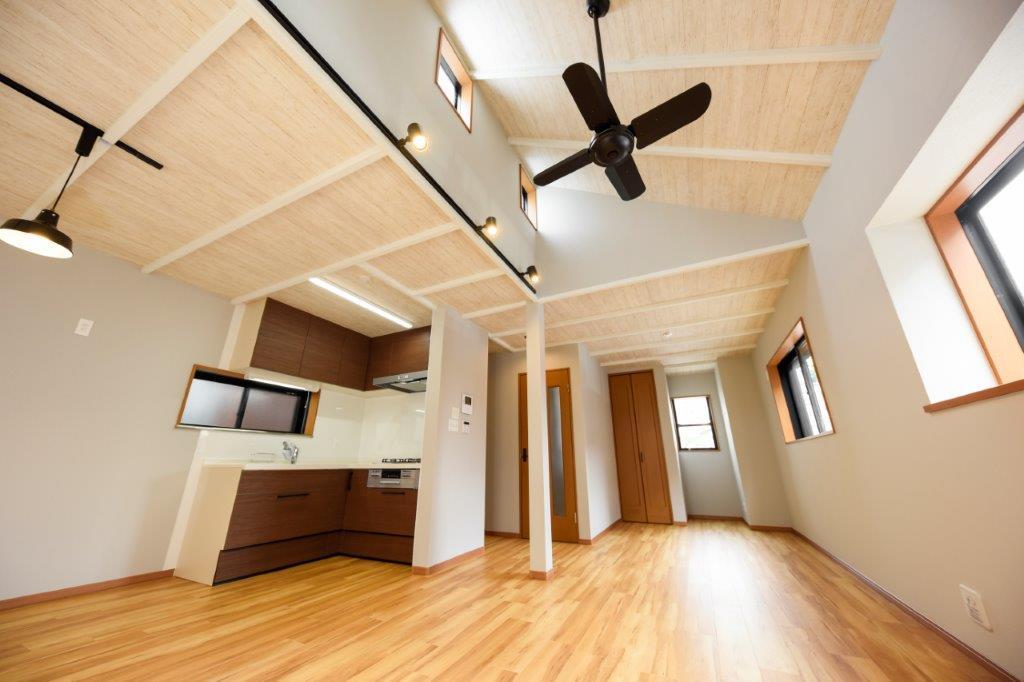 横浜駅から2駅3分、最寄り駅から徒歩2分 勾配天井の可愛い家|YOKOHAMA MITSUZAWA-KAMICHO